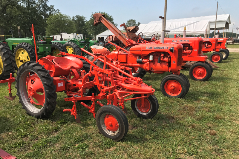 Allis-Chalmers Featured Tractors